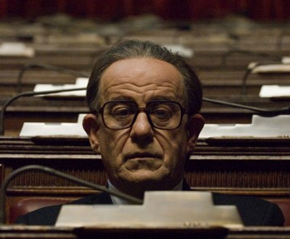 Tony Servillo interpreta Giulio Andreotti ne Il Divo